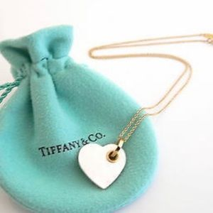 Tiffany & Co. Pearl 18k Yellow Gold Necklace.